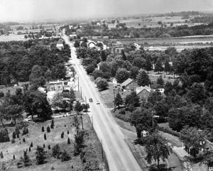 The Gettysburg battlefield looking north along Emmitsburg Road, with the South End Comfort Station on the right.